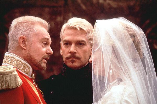 Jacobi  Julie Christie as Gertrude  and Kenneth Branagh as HamletQueen Gertrude Hamlet Movie